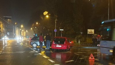 [FOTO] U prometnoj nesreći na raskrižju ispred ZTC-a sudarila se dva vozila