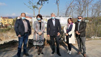 Župan Komadina i načelnica Viškova obišli lokaciju nove škole u Marinićima