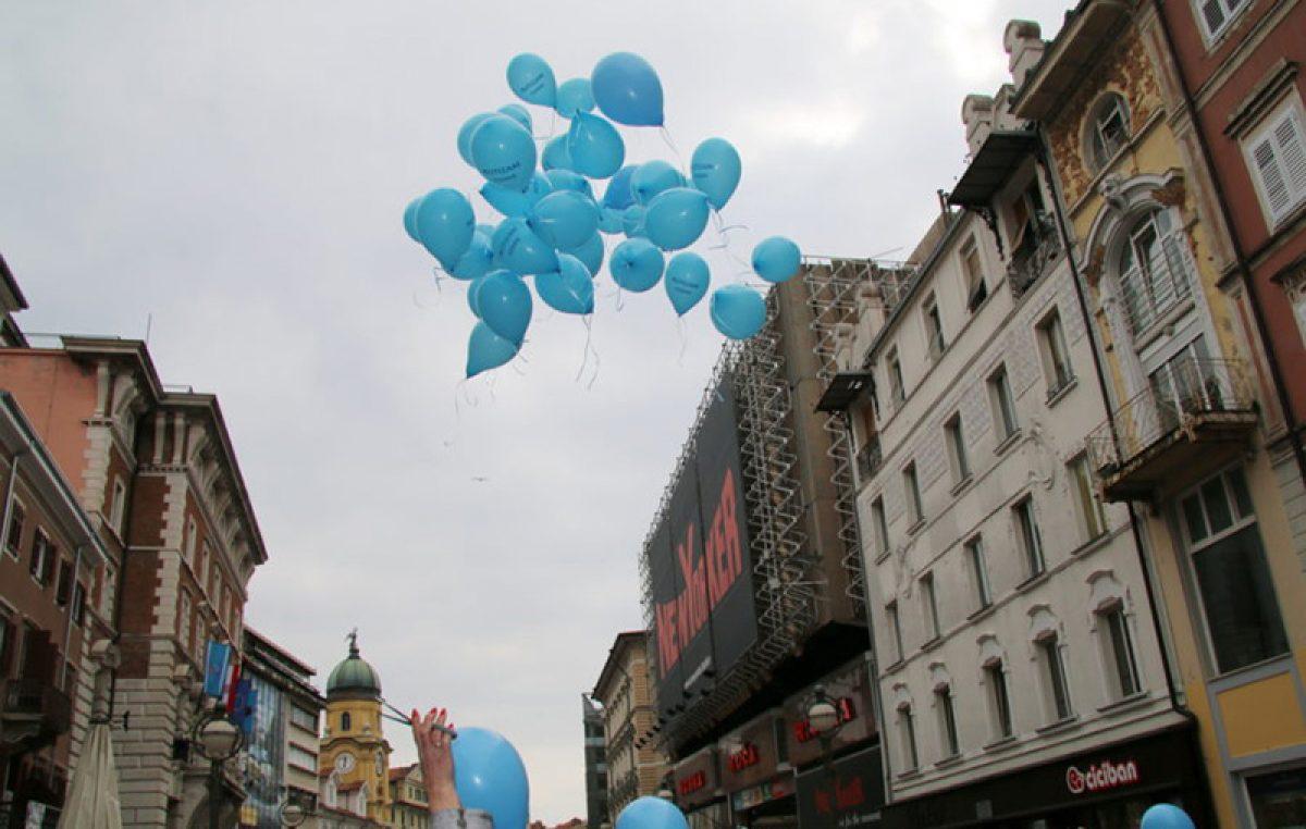 Puštanjem balona i osvjetljavanjem gradskih znamenitosti u plavu boju, sutra će se u Rijeci obilježiti Svjetski dan svjesnosti o autizmu