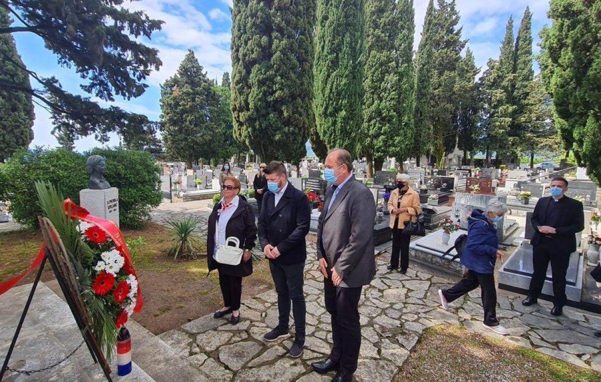 Dan oslobođenja Kastva: Položen vijenac i zapaljena svijeća na Spomeniku palim borcima
