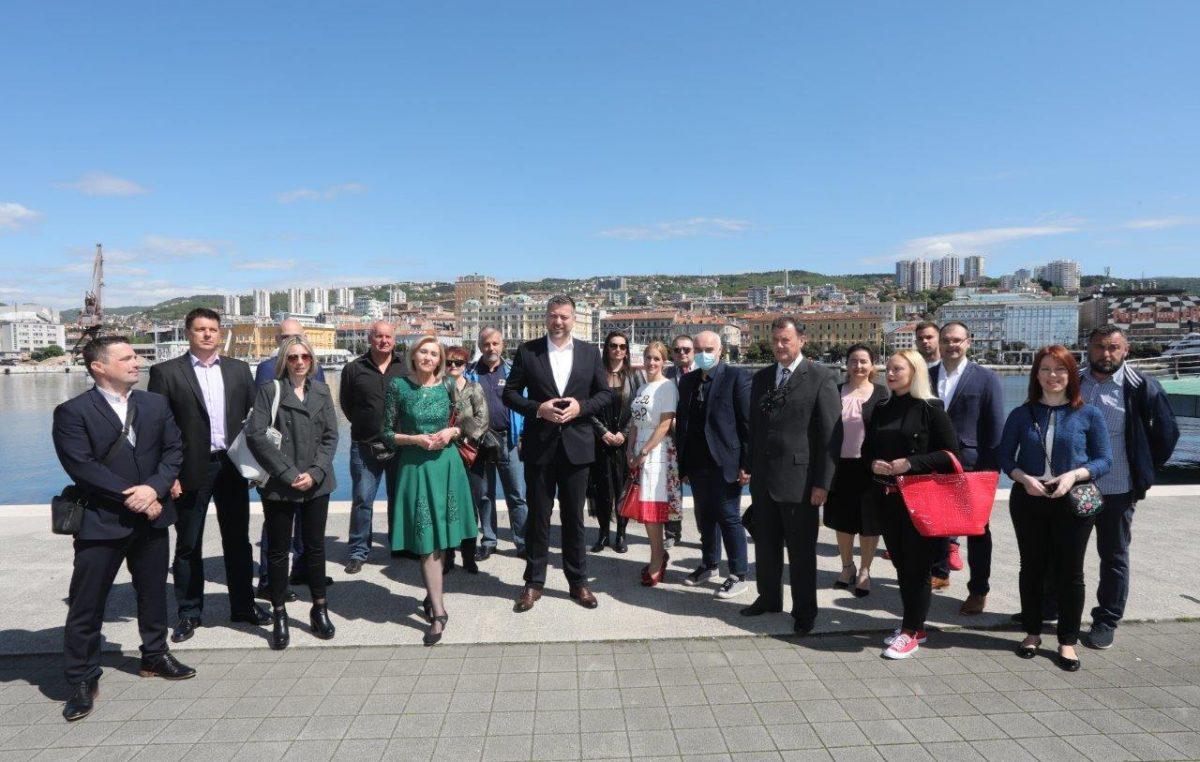 Josip Ostrogović predstavio svoje zamjenike; među kandidatima za Gradsko vijeće i ravnatelj KBC-a Alen Ružić