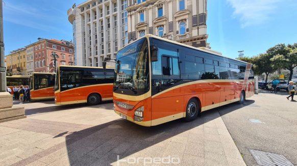 [FOTO] Predstavljeno pet novih prigradskih autobusa Autotroleja