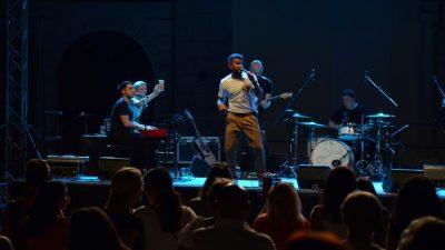 Damir Kedžo rasplesao i raspjevao Trg Riječke Rezolucije