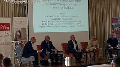 Župan Komadina u Opatiji zatražio decentralizaciju upravljanja šumama i strogu zabranu izvoza trupaca