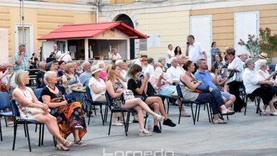 [FOTO/VIDEO] Porto Etno festival doveo vrhunske etno glazbenike na Trg Riječke rezolucije