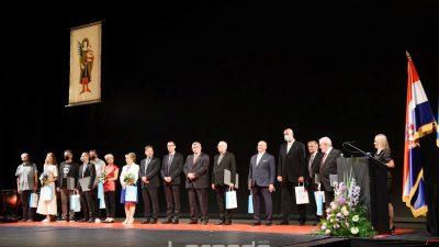 [FOTO] Održana svečana akademija Grada Rijeke – Nagrada za životno djelo posthumno Orlandu Rivettiju i riječkom nadbiskupu Ivanu Devčiću