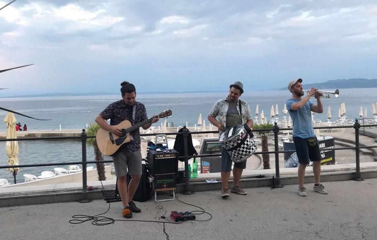 Još jedan zanimljiv koncert s mora, PachaMama Street Connection u četvrtak nastupa u Kostreni