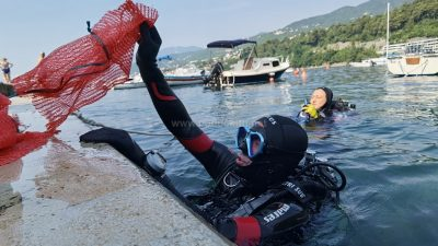 """[VIDEO/FOTO] Volonteri udruge Koga briga u akciji """"Zajedno za čišći Jadran"""" čistili prelučko podmorje"""