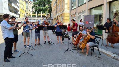 """[VIDEO] Mini koncert """"Doživi harmoniju"""" Zagrebačkih solista danas na riječkom Korzu"""