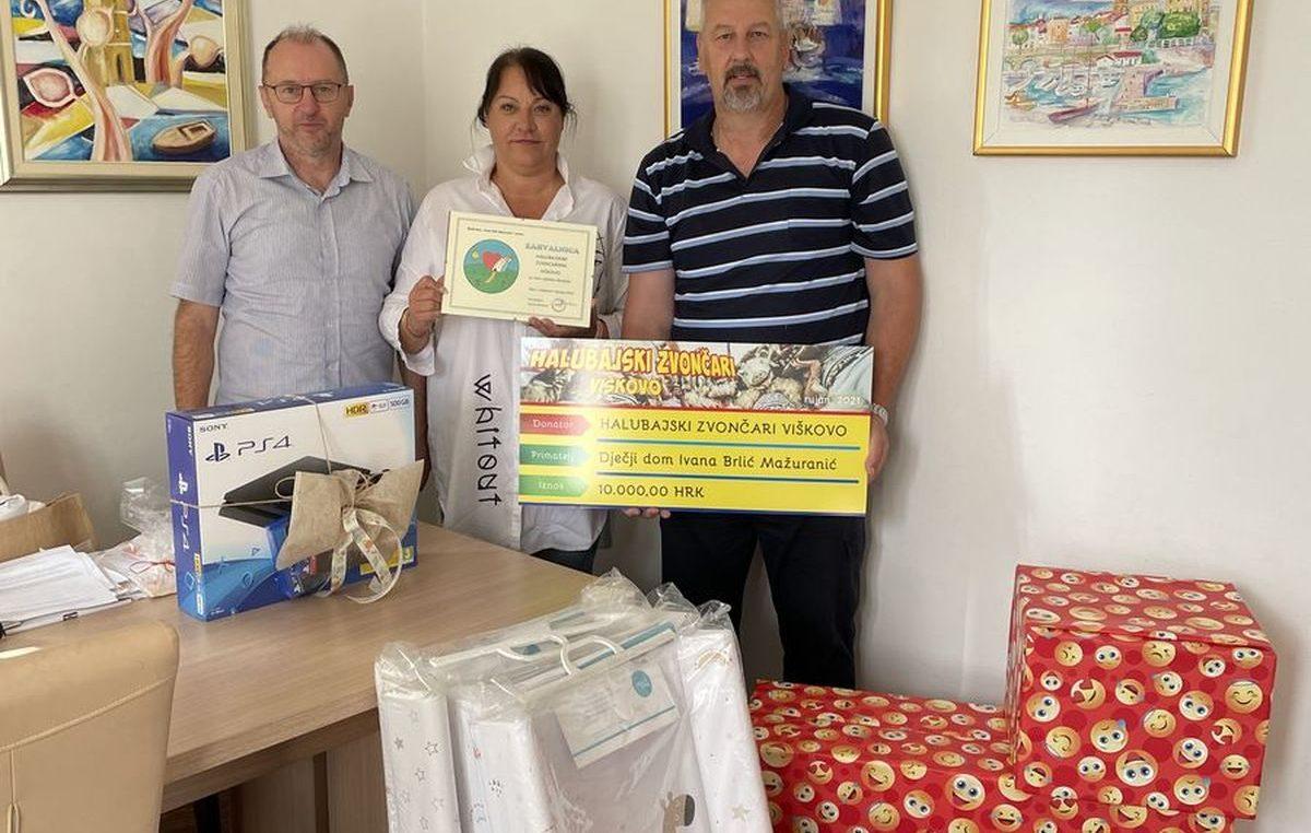 Halubajski zvončari predali donaciju Dječjem domu Ivana Brlić Mažuranić iz Lovrana