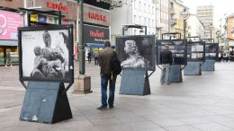 "[FOTO] Na postamentima na Korzu postavljena izložba ""Antonio Michelazzi – ponos Rijeke"""